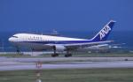 kumagorouさんが、那覇空港で撮影した全日空 767-281の航空フォト(写真)