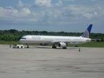 Quihuboさんが、ラス・アメリカス空港で撮影したコンチネンタル航空 757-324の航空フォト(飛行機 写真・画像)