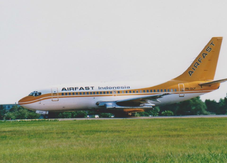 kumagorouさんのエアファスト インドネシア Boeing 737-200 (PK-OCF) 航空フォト