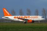 よっしぃさんが、アムステルダム・スキポール国際空港で撮影したイージージェット A319-111の航空フォト(飛行機 写真・画像)