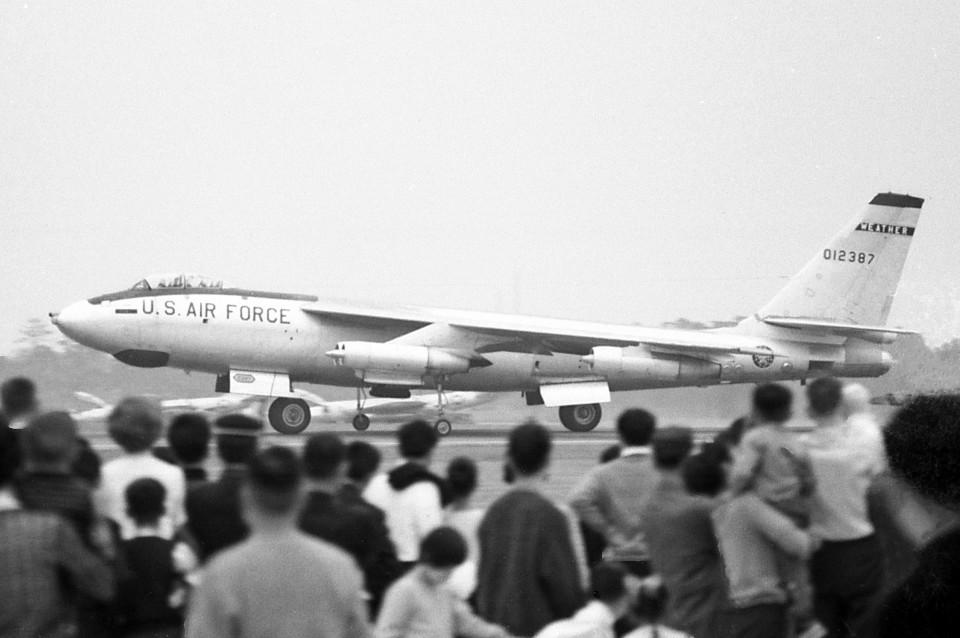 アメリカ空軍 Boeing B-47 Stratojet 012387 横田基地 航空フォト | by ...