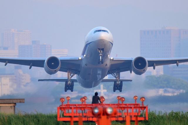 佐治足康(Emty300改め)さんが、伊丹空港で撮影した全日空 777-281の航空フォト(飛行機 写真・画像)