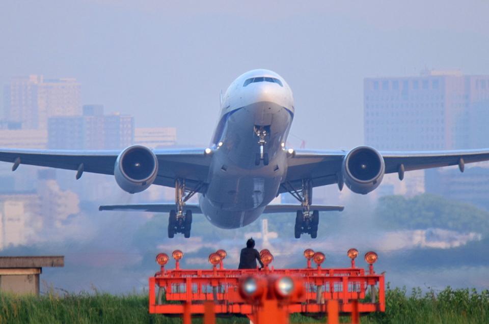 佐治足康(Emty300改め)さんの全日空 Boeing 777-200 (JA8969) 航空フォト
