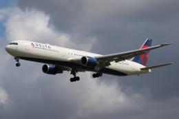 kinsanさんが、ロンドン・ヒースロー空港で撮影したデルタ航空 767-432/ERの航空フォト(飛行機 写真・画像)