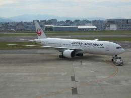 シュールストレミングさんが、福岡空港で撮影した日本航空 777-246の航空フォト(飛行機 写真・画像)