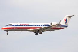 xingyeさんが、ロサンゼルス国際空港で撮影したコムエアー CL-600-2B19 Regional Jet CRJ-200ERの航空フォト(飛行機 写真・画像)