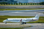 パンダさんが、成田国際空港で撮影したマン島企業所有 EMB-135BJ Legacyの航空フォト(写真)