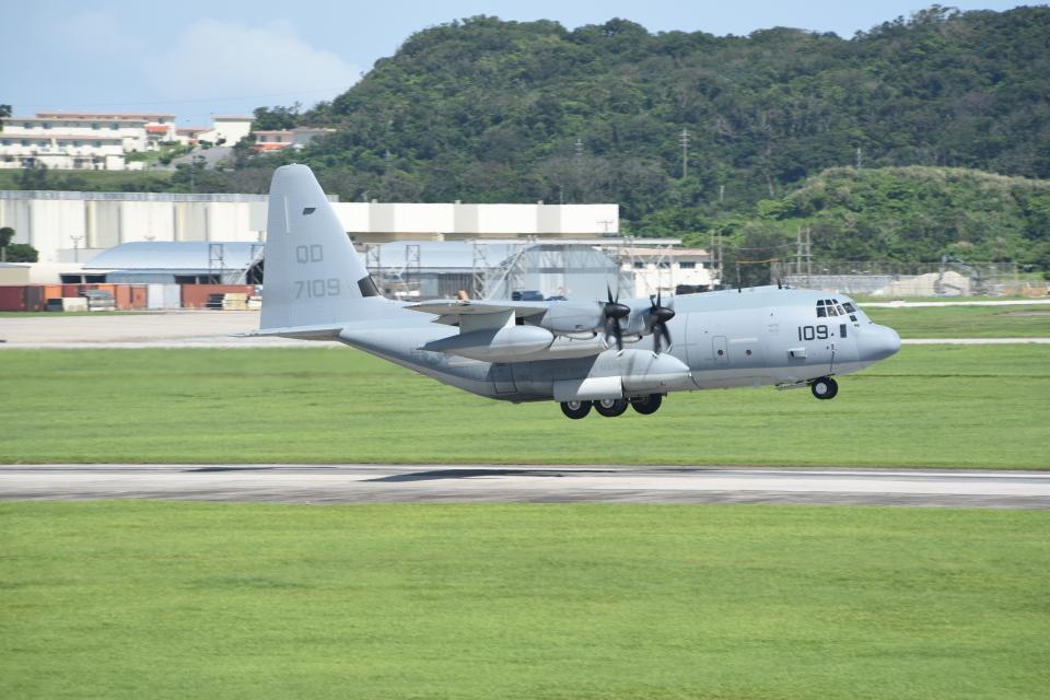kumagorouさんのアメリカ海兵隊 Lockheed Martin C-130 Hercules (167109) 航空フォト