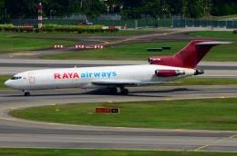 RUSSIANSKIさんが、シンガポール・チャンギ国際空港で撮影したラヤ・エアウェイズ 727-247/Adv(F)の航空フォト(飛行機 写真・画像)