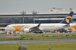 tsubasa0624さんが、成田国際空港で撮影したMIATモンゴル航空 767-34G/ERの航空フォト(飛行機 写真・画像)