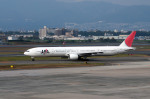 Gambardierさんが、伊丹空港で撮影した日本航空 777-346の航空フォト(写真)