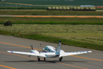 パンダさんが、札幌飛行場で撮影したジェイピーエー 58 Baronの航空フォト(写真)