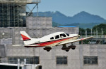 Dojalanaさんが、函館空港で撮影した日本個人所有 PA-28-181 Archer IIの航空フォト(写真)