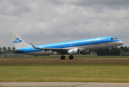 りんたろうさんが、アムステルダム・スキポール国際空港で撮影したKLMシティホッパー ERJ-190-100(ERJ-190STD)の航空フォト(飛行機 写真・画像)