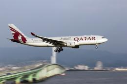 ともりんさんが、関西国際空港で撮影したカタール航空 A330-202の航空フォト(飛行機 写真・画像)