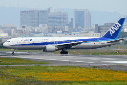 佐治足康(Emty300改め)さんが、伊丹空港で撮影した全日空 767-381の航空フォト(飛行機 写真・画像)
