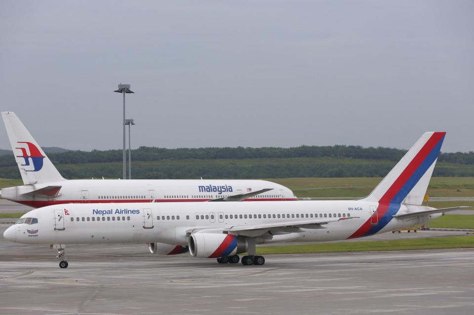 安芸あすかさんのネパール航空 Boeing 757-200 (9N-ACA) 航空フォト