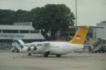Kanatoさんが、シンガポール・チャンギ国際空港で撮影したペリタ・エア・サービス Avro 146-RJ85の航空フォト(写真)