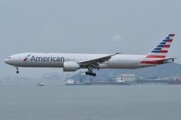 ぶる~すかい。さんが、香港国際空港で撮影したアメリカン航空 777-323/ERの航空フォト(写真)