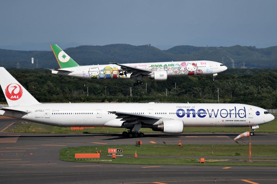 tsubasa0624さんのエバー航空 Boeing 777-300 (B-16703) 航空フォト