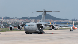 coolinsjpさんが、大連周水子国際空港で撮影したアラブ首長国連邦空軍 C-17A Globemaster IIIの航空フォト(飛行機 写真・画像)