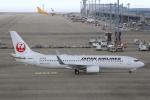 T.Sazenさんが、中部国際空港で撮影した日本航空 737-846の航空フォト(飛行機 写真・画像)