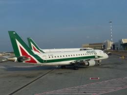 Caravelle se210さんが、レオナルド・ダ・ヴィンチ国際空港で撮影したアリタリア・シティライナー ERJ-170-200 (ERJ-175STD)の航空フォト(飛行機 写真・画像)
