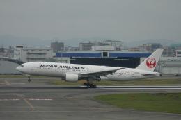 小牛田薫さんが、福岡空港で撮影した日本航空 777-246の航空フォト(飛行機 写真・画像)