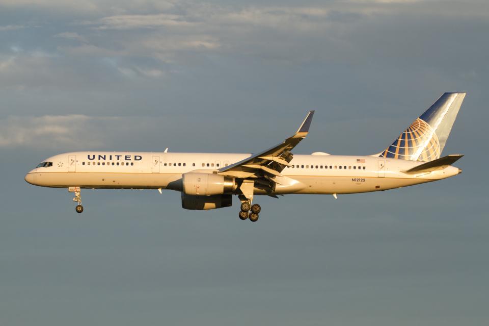 よっしぃさんのユナイテッド航空 Boeing 757-200 (N12125) 航空フォト