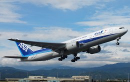 KCZfunさんが、高知空港で撮影した全日空 777-281/ERの航空フォト(飛行機 写真・画像)