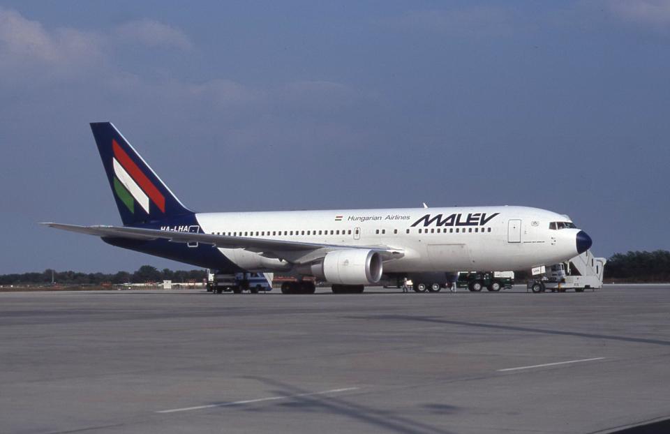 kumagorouさんのマレーヴ・ハンガリー航空 Boeing 767-200 (HA-LHA) 航空フォト