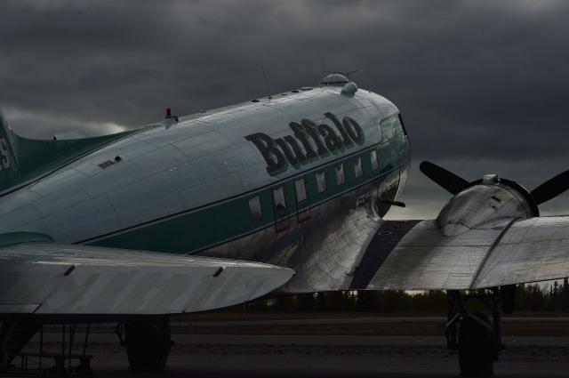★ y.a. ★さんが、イエローナイフ空港で撮影したバッファロー・エアウェイズ DC-3の航空フォト(飛行機 写真・画像)