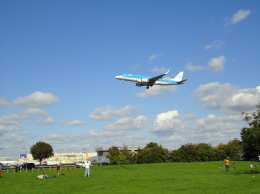じょいふる♪@A380大好き!さんが、ロンドン・ヒースロー空港で撮影したKLMシティホッパー ERJ-190-100(ERJ-190STD)の航空フォト(飛行機 写真・画像)