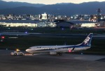 mojioさんが、福岡空港で撮影した全日空 737-881の航空フォト(飛行機 写真・画像)