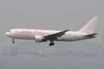 ぼんやりしまちゃんさんが、香港国際空港で撮影したダイナミック・エアウェイズ 767-233の航空フォト(写真)