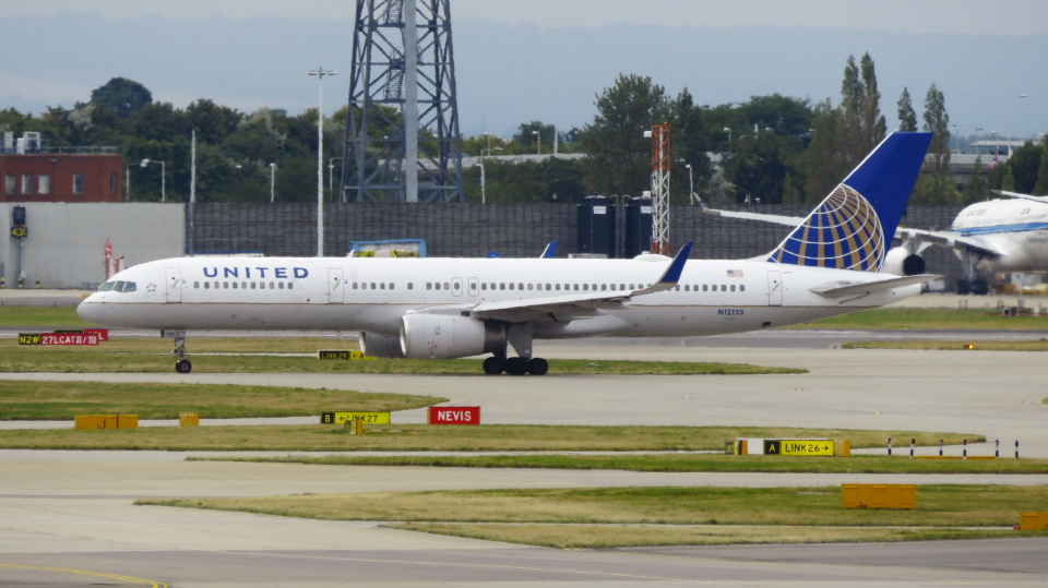 誘喜さんのユナイテッド航空 Boeing 757-200 (N12125) 航空フォト