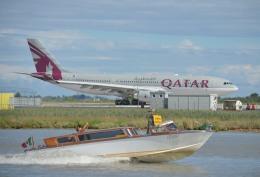IL-18さんが、ヴェネツィア マルコ・ポーロ国際空港で撮影したカタール航空 A330-202の航空フォト(飛行機 写真・画像)