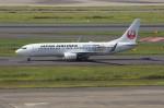 しんさんが、羽田空港で撮影した日本航空 737-846の航空フォト(写真)