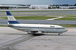 Gambardierさんが、マイアミ国際空港で撮影したタン・ホンジュラス 737-2A3の航空フォト(飛行機 写真・画像)