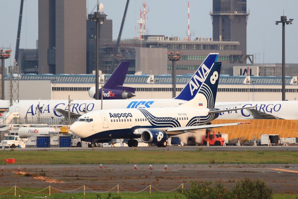 T.Sazenさんのオーロラ Boeing 737-500 (RA-73002) 航空フォト