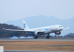 ふじいあきらさんが、広島空港で撮影したウラジオストク航空 A330-301の航空フォト(飛行機 写真・画像)