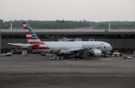 ハピネスさんが、成田国際空港で撮影したアメリカン航空 777-223/ERの航空フォト(飛行機 写真・画像)