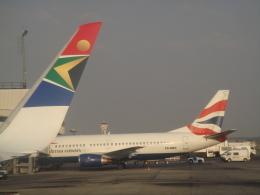 tamonさんが、O・R・タンボ国際空港で撮影したコムエアー 737-376の航空フォト(飛行機 写真・画像)