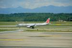 ひろえもんさんが、ミラノ・マルペンサ空港で撮影したニキ航空 ERJ-190-100 LR (ERJ-190LR)の航空フォト(写真)