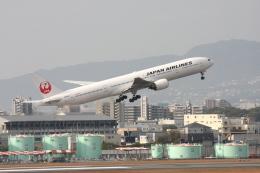 森太郎さんが、伊丹空港で撮影した日本航空 777-346の航空フォト(飛行機 写真・画像)