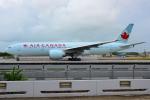 RUSSIANSKIさんが、シンガポール・チャンギ国際空港で撮影したエア・カナダ 777-233/LRの航空フォト(飛行機 写真・画像)