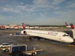 夷月さんが、ハーツフィールド・ジャクソン・アトランタ国際空港で撮影したデルタ航空 MD-90-30の航空フォト(写真)