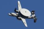 isiさんが、厚木飛行場で撮影したアメリカ海軍 E-2C Hawkeyeの航空フォト(写真)
