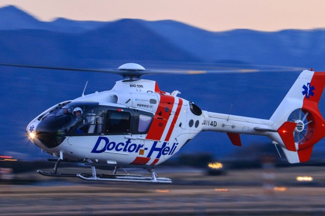 中日本航空 Eurocopter EC135/63...