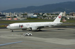 Gambardierさんが、伊丹空港で撮影した日本航空 777-246の航空フォト(写真)